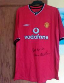 Signed MUFC XL Shirts