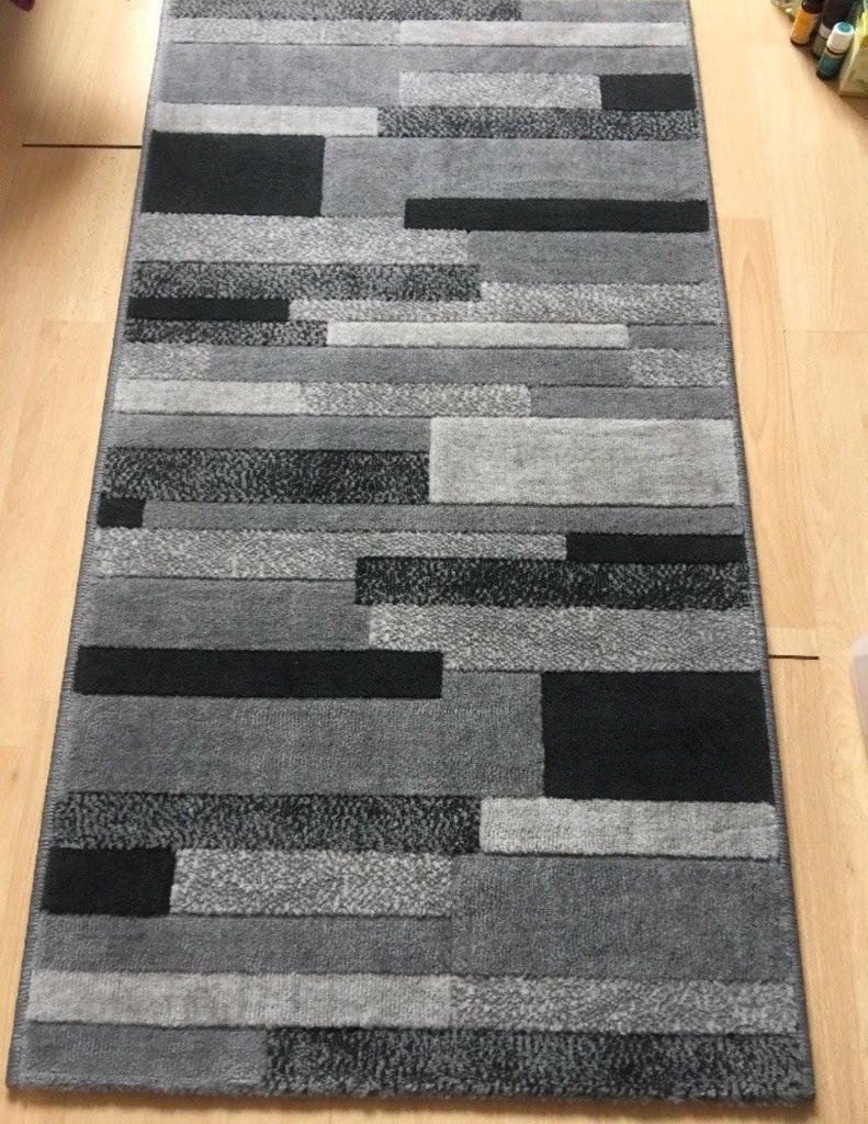 Monochrome rug 59cmx111cm