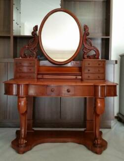 Victorian Mahogany Dressing Table with Cabriole Legs
