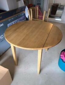 Round Kitchen Table with 4 Kitchen Chairs