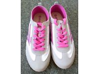 **£10** A BRAND NEW PAIR SIZE 6 LIGHTWEIGHT HI-TEC SUEDE TRAINERS