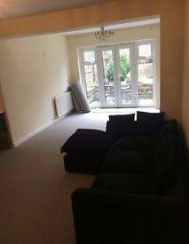 A Newly Refurbished Two Bedroom Flat with a Garden