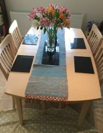 Extending Dining table and four cushioned matching seats only £30