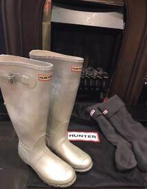 Geniune Rare Hunter Metallic Silver with Grey Socks and Duster Bag