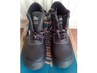 Safety Footwear Shoes - Size 10 - NEW