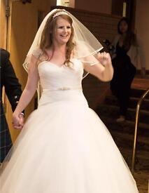 Stunning Wedding dress size 12-14.