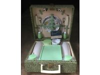 Vintage Brexton Picnic Set in EXCELLENT condition