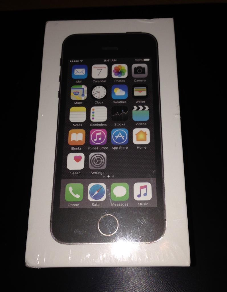 New iPhone 5s slate grey 16gbin Monifieth, DundeeGumtree - Unwanted upgrade new unopened in boxiPhone 5s slate grey 16gb unlocked £185 or best offer