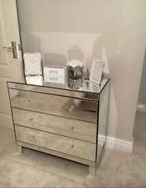 Mirrored chest of draws