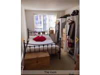 Lovely Double Room in Kingston with parking and own bathroom
