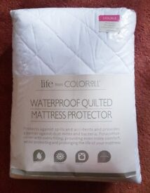 Waterproof quilted mattress protector for a double bed