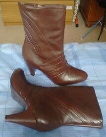 Brown leather boots - size 4