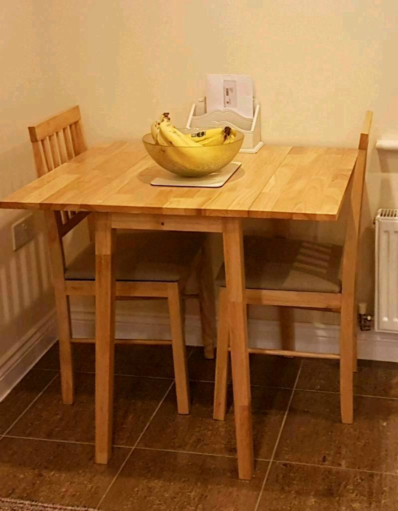 Small extendable dining table and 2 chairs