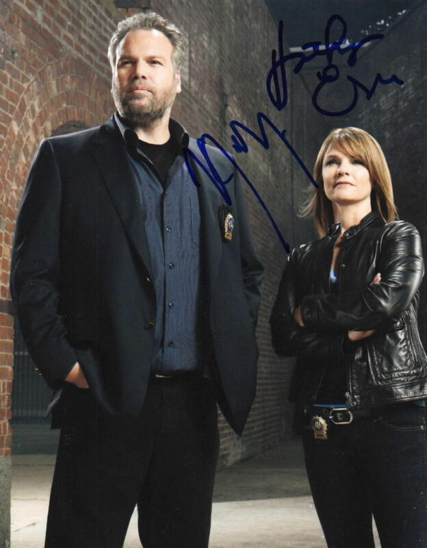 LAW & ORDER: CI.. Vincent D'Onofrio with Kathryn Erbe - SIGNED