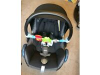 Maxi cosi cabriofix carseat, isofix Base, raincover and toy