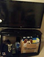 "**Moving Must Sell** Beautiful LG 37""W/Gorgeous Black TV Stand!!"