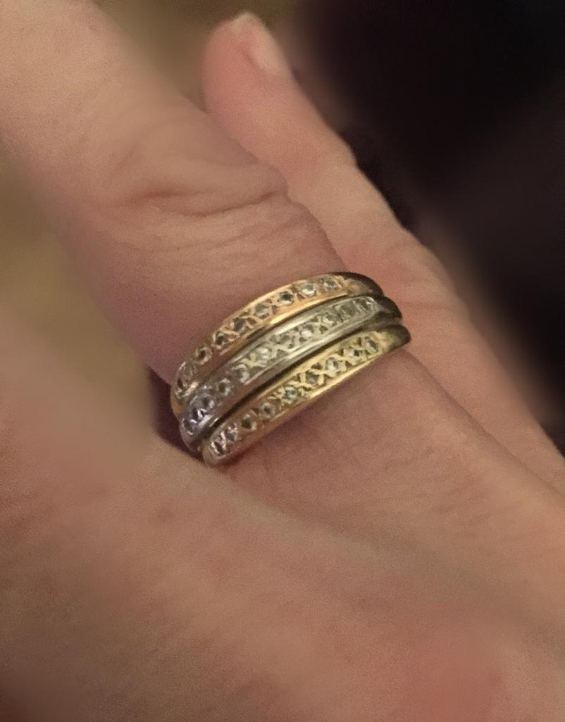 Beautiful tri-gold 18ct Ring. Vgc. Size N.