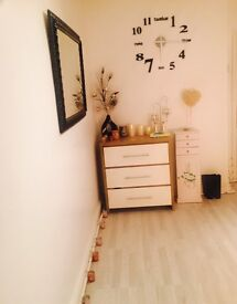 Beauty room for rent busy area Old Swan