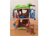 Peter Rabbit Treehouse Playset / Play Set with Mr Tod plus tree stump, Peter, Nutkin, Lily, Benjamin
