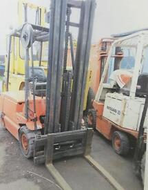 Linde E25 2 ton fork truck