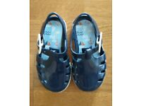 TU baby jelly shoes size 4