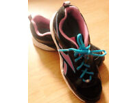 Ladies Black Reebok Trainers with Pink and Blue Detailing.Size 4.