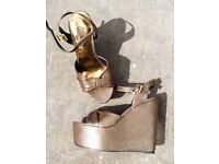SCHUH 70s style Platform wedge Heel Shoes Strappy Sandals Gold Bronze and Black Size 4 New in Box