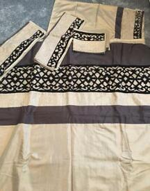 King size quilt set and 4 pillowcases