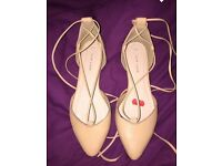 Women's shoes size 4
