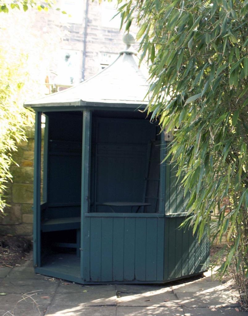 Green balmoral summerhouse garden pagoda 400 ono pickup for Garden shed edinburgh sale