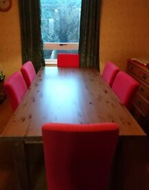 Solid oak dining table with 6 Henriksdal chairs