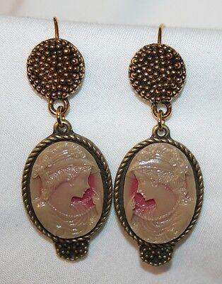 Lovely Marbelized Caramel & Cream Flapper Girl Brasstone PIERCED Earrings