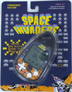 SPACE-INVADERS-Handheld-Electronic-GAME-70s-Taito-Clip-on-Carabiner-Basic-Fun