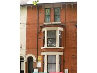 1 Bed First Floor Flat, Gregory Boulevard, Nottingham, NG7 5JE,