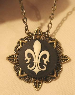 (Dainty Lacy Point Rim Navy Blue & Cream Fleur de Lis Cameo Brasstone Necklace)
