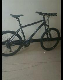 27 speed Mountain bike, 9 gears, very fast bike, Disc brakes, brand new tyres, great quality