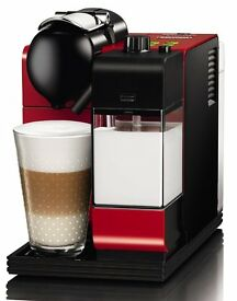 Nespresso Inissia Coffe Machine. Built in milk frother, 19 bar pressure, BRAND NEW IN BOX
