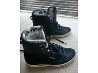Adidas high top trainers unisex size 5 - used but in good condition