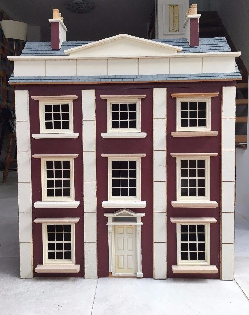 Large wooden victorian dolls house - 6 rooms + attic