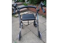 Walker / rollator with four wheels and seat