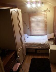 Single fully furnished room available now in Ipswich