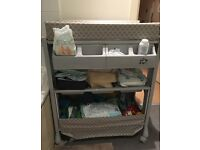 BABY CHANGING TABLE BATH STATION