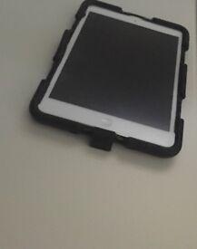 Apple iPad MINI 1 MD531FD/A 16GB 7.9 -inch - Silver / White