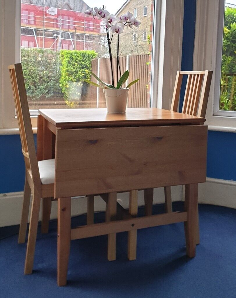 kitchen table with dropleaves  2 chairs solid pine a