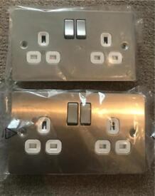 2 13 amp switched socket outlets