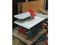 Table saw with extensions