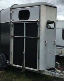 Ifor Williams HB505 Classic horse trailer