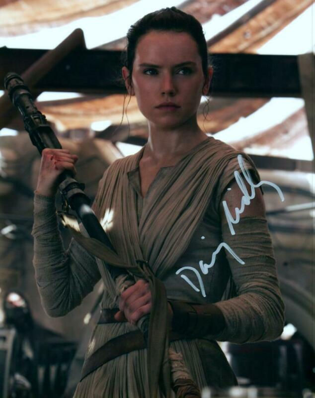 Daisy Ridley signed 8x10 Photo with COA autographed Picture very nice