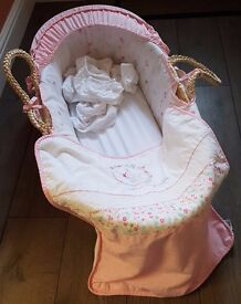 Moses Basket + Mattress + 3 Bed Sheets + Blanket > From a smoke free pet free home