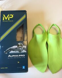 Micheal phelps swimming fins